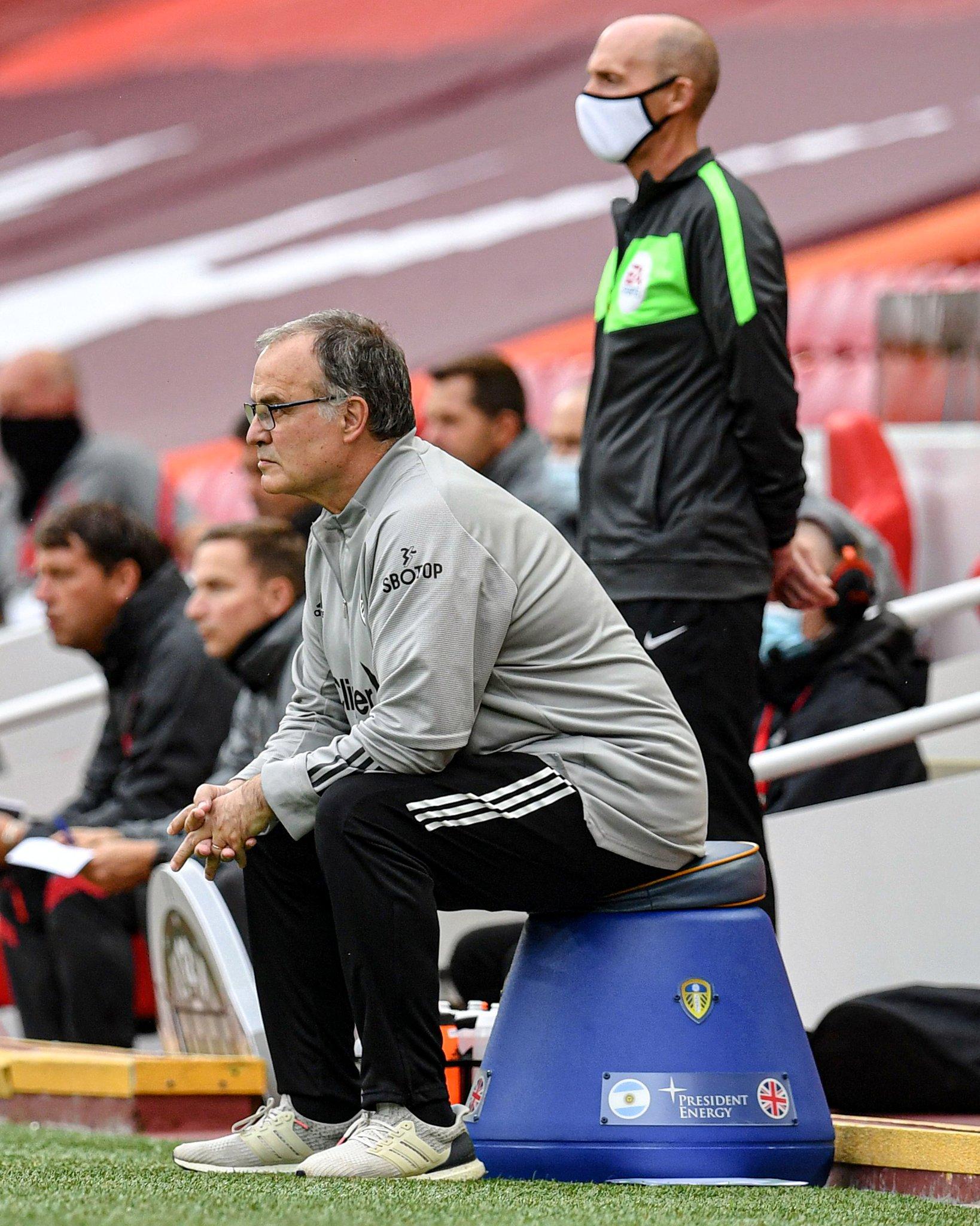 卡拉格:我当教练肯定比内维尔强,但比起贝尔萨还差得远