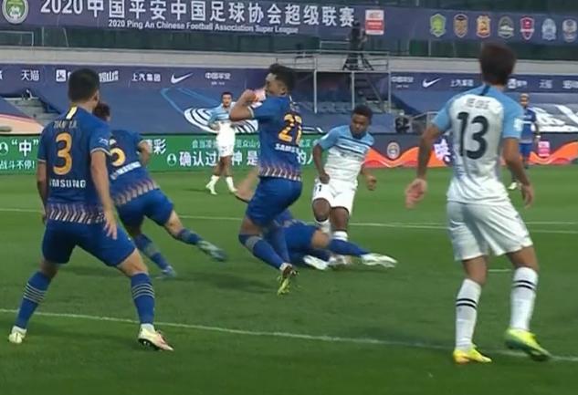 GIF:杨博宇开场手球萨巴点球破门!富力1-0苏宁
