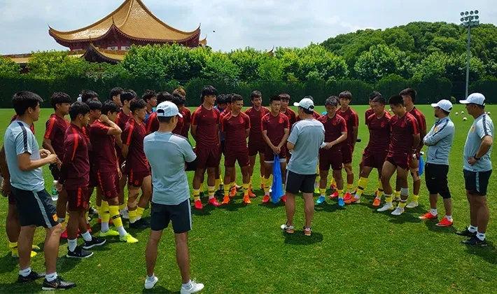 成耀东:国青踢中乙不排名,但我们争取多赢些球