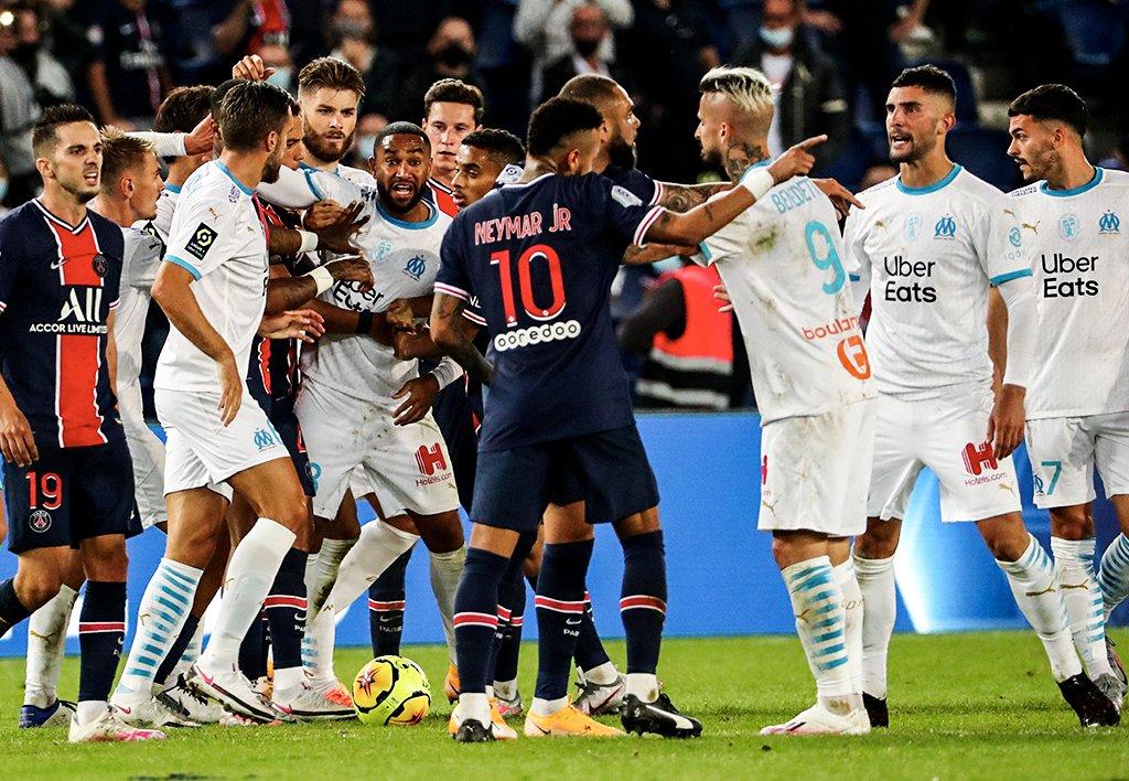 法国足协官方:内马尔停赛2场,库尔扎瓦停赛6场