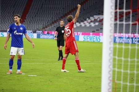 GIF:莱万助攻穆勒破门,拜仁6球领先沙尔克