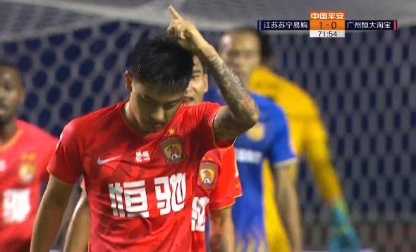 GIF:邓涵文传中被挡,何超小角度射门扳平比分
