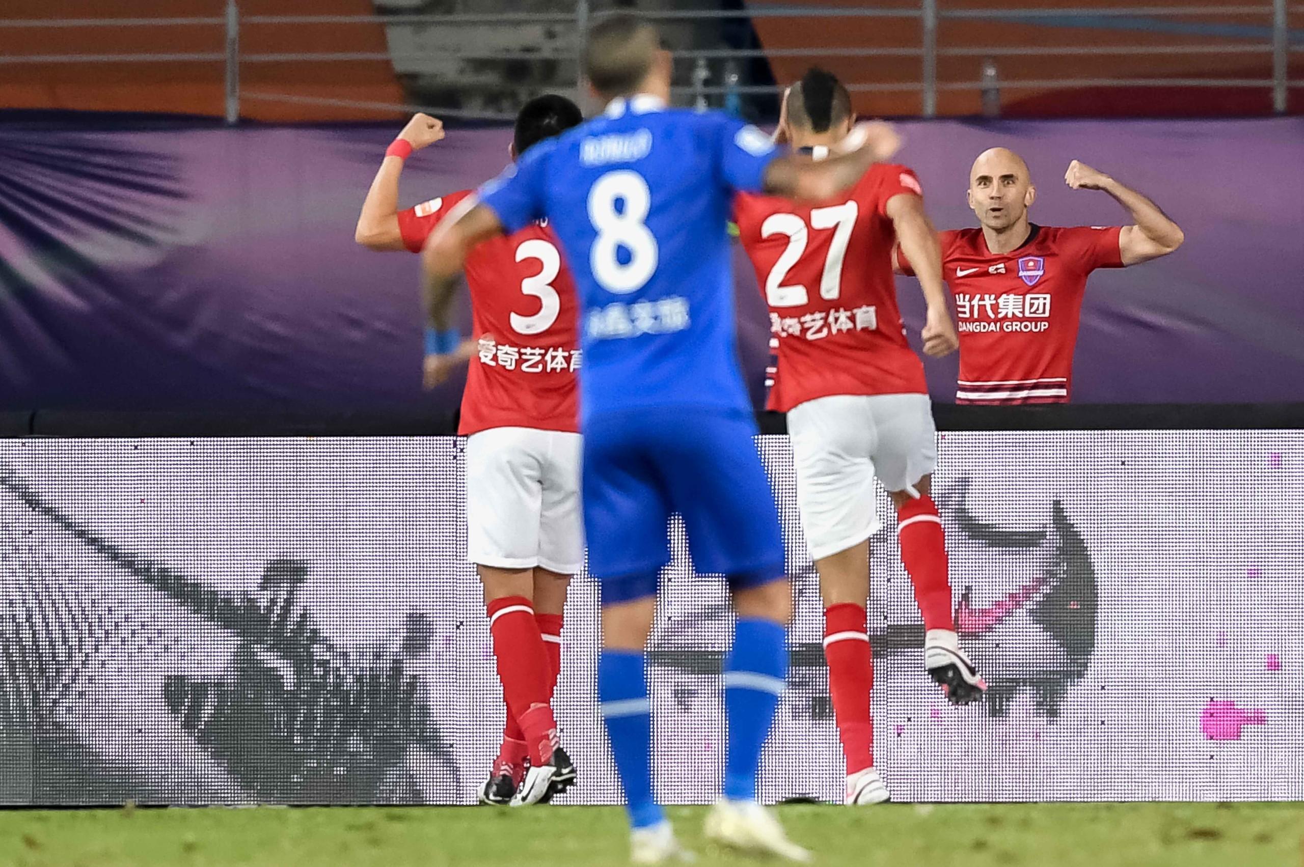 半场:梅泽耶夫斯基卡尔德克破门,永昌0-2重庆