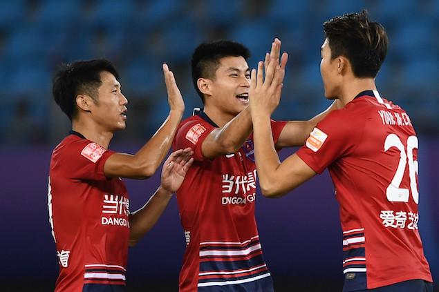 元敏诚破门张卫染红,重庆1-0上港第二阶段将战苏宁