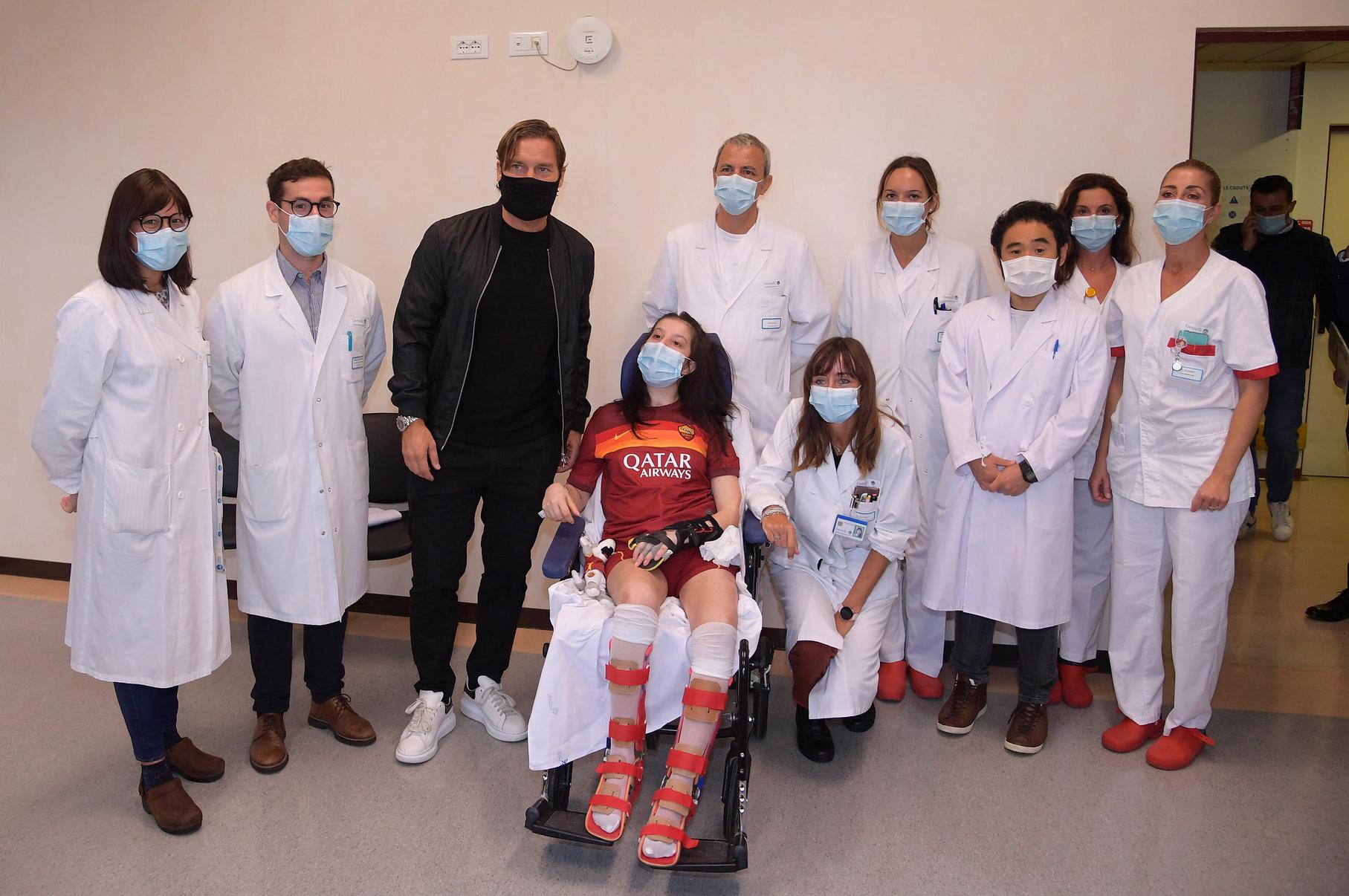 昏迷女球迷收到托蒂祝亚博提款出款效率福后苏醒,罗马传奇今日又到医院探望