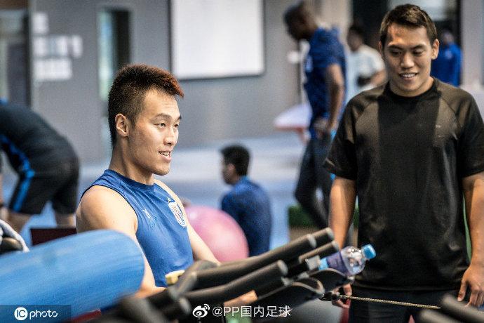 申花今日收假备战上海德比,金信煜进行单独恢复训练