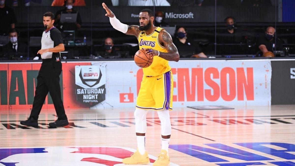 詹姆斯11次总决赛单场得分篮板助攻领跑全队,历史第一
