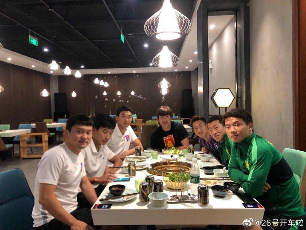 元敏诚晒朝鲜族球员聚餐合影:上班了,祝各位好运