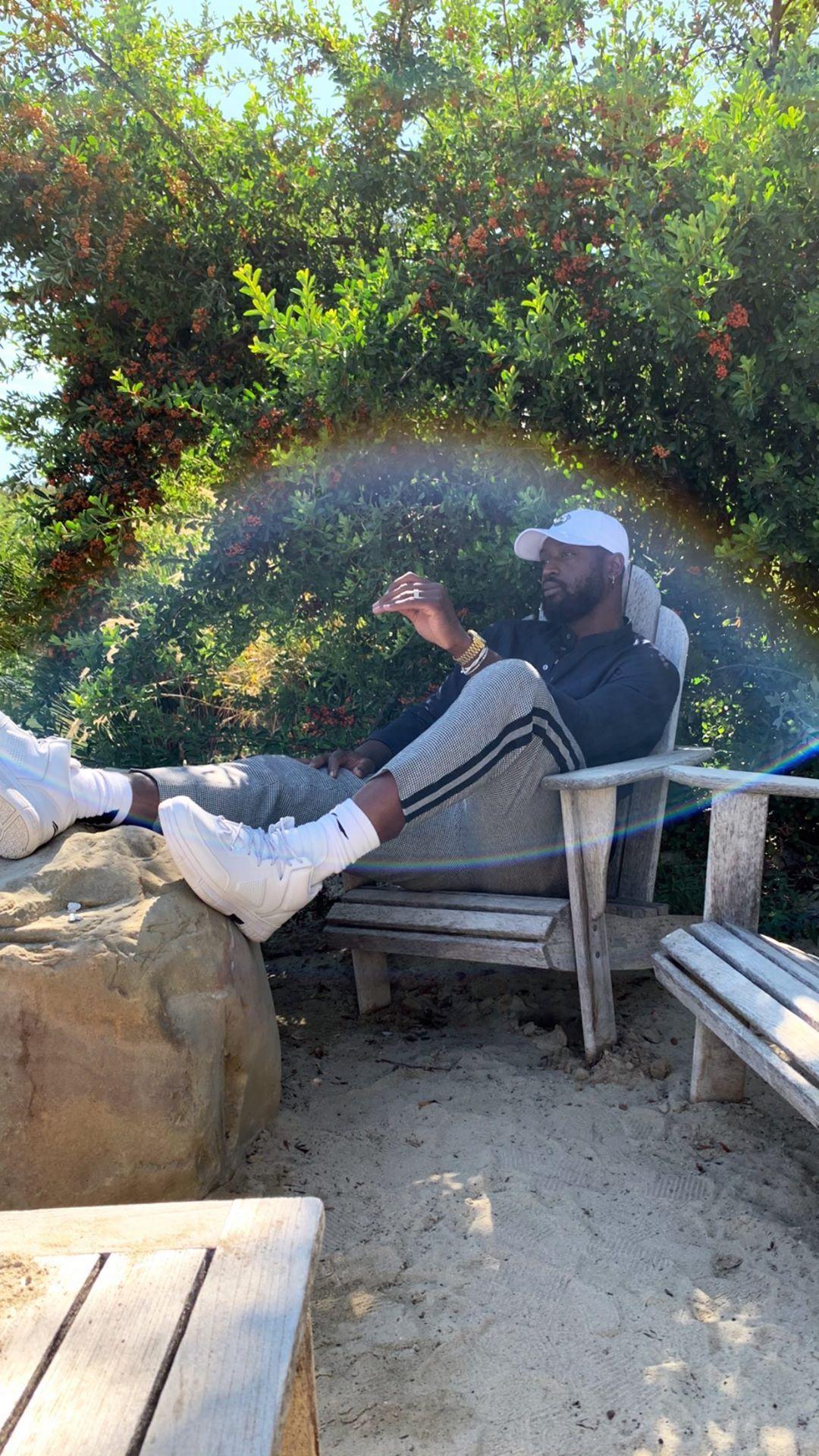 老大lol比赛在哪里可以投注爷的退休生活!韦德晒在野外游玩照片