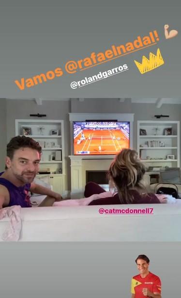 加索尔晒自己与妻子观看网球赛的照片,为纳达尔加油助威