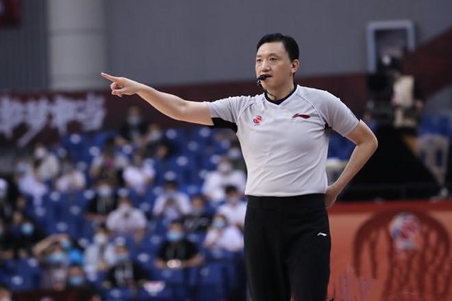 CBA公示新赛季裁判和技术代表,闫军等6人为专职裁判