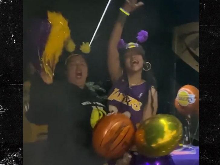 蕾哈娜更新Ins庆祝湖人夺冠:勒布朗还是王,湖人是冠军