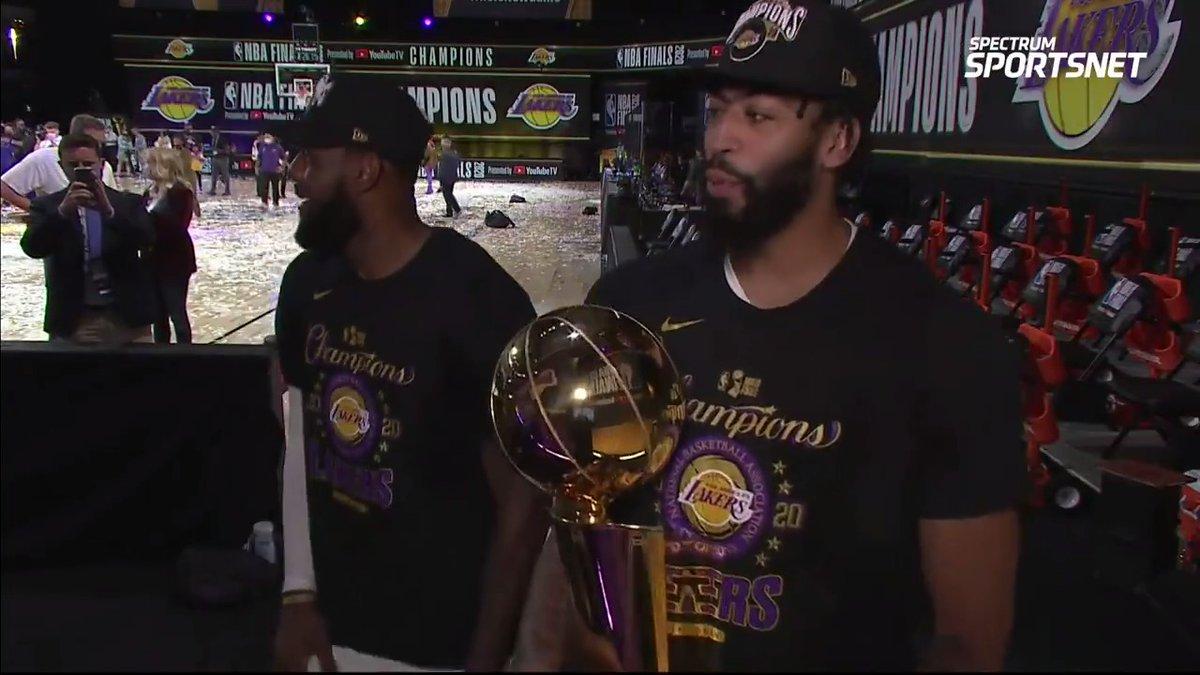 詹姆斯:本赛季的种种经历让冠军感觉更加甜蜜