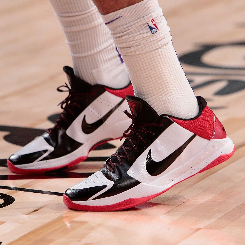今日球鞋:浓眉上脚科比5黑脚趾,詹姆斯上脚LeBron 18