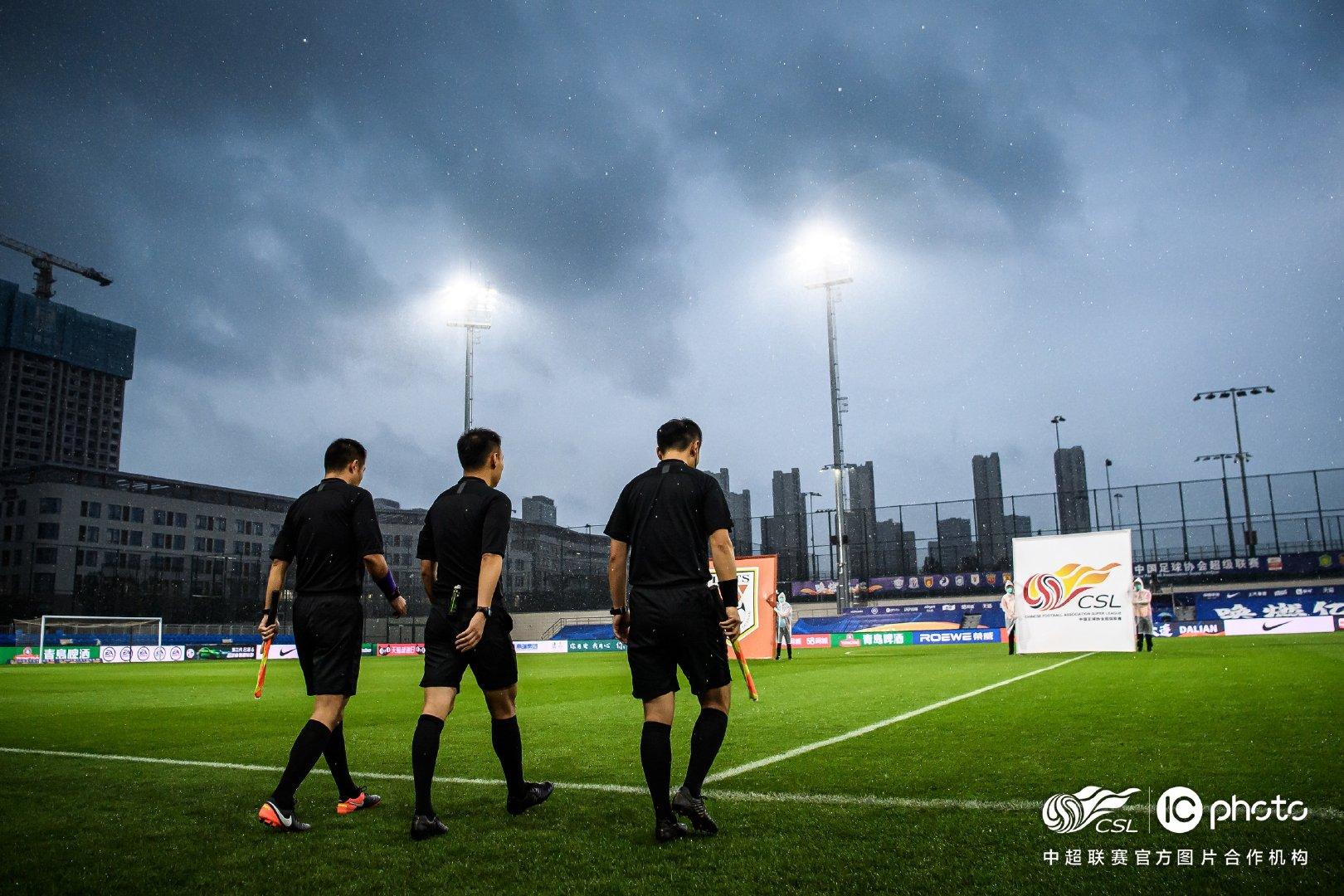 足球报:亚博真人百家游戏第二阶段裁判人选公布,马宁、傅明执法大连赛区