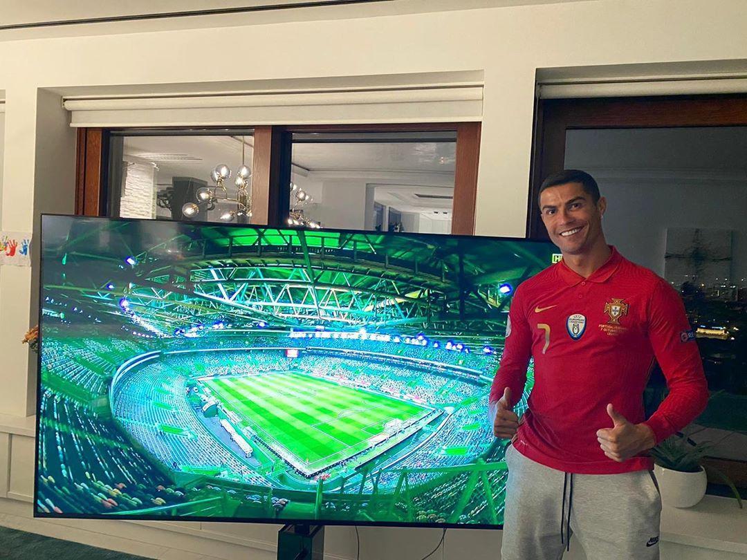 《【煜星线路测速】C罗晒照在电视前为葡萄牙加油:就好像我也在那里!》