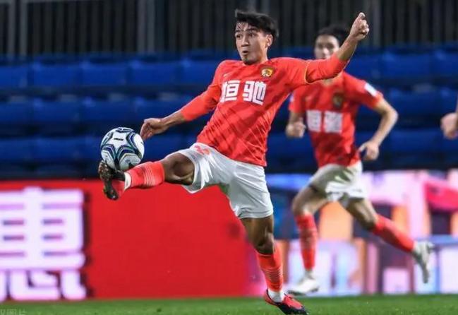 国青队踢中乙名单调整,帕尔曼江和贾博琰上调入队