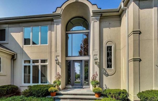 诺阿挂牌出售其伊利诺斯的豪宅,标价144万美元