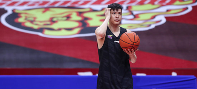 辽宁:贺天举右手食指骨折,暂时离开球队回沈阳治疗恢复