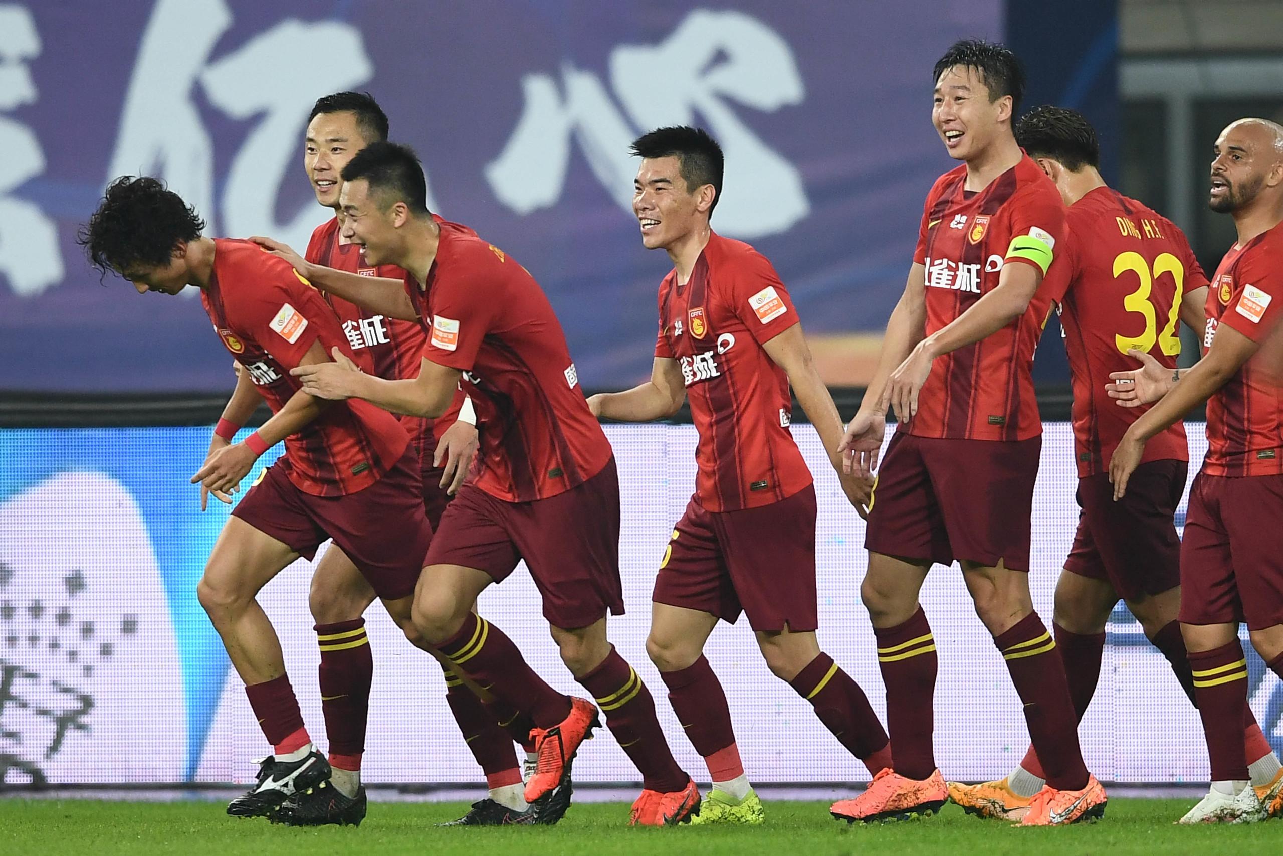 半场:尹鸿博凌空斩破僵局,华夏幸福1-0恒大