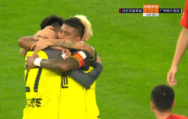 GIF:20岁小将吴少聪乱战劲射取恒大生涯首球!1-1