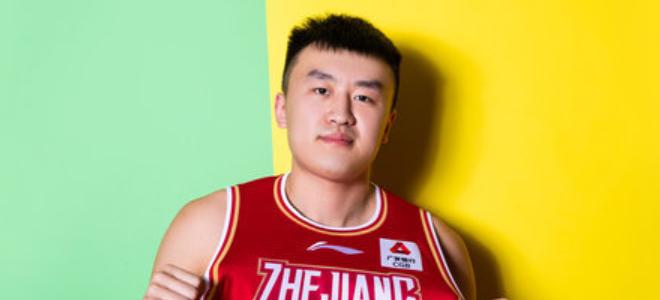 高效实用!刘泽一全场投篮11中10得到25分13篮板