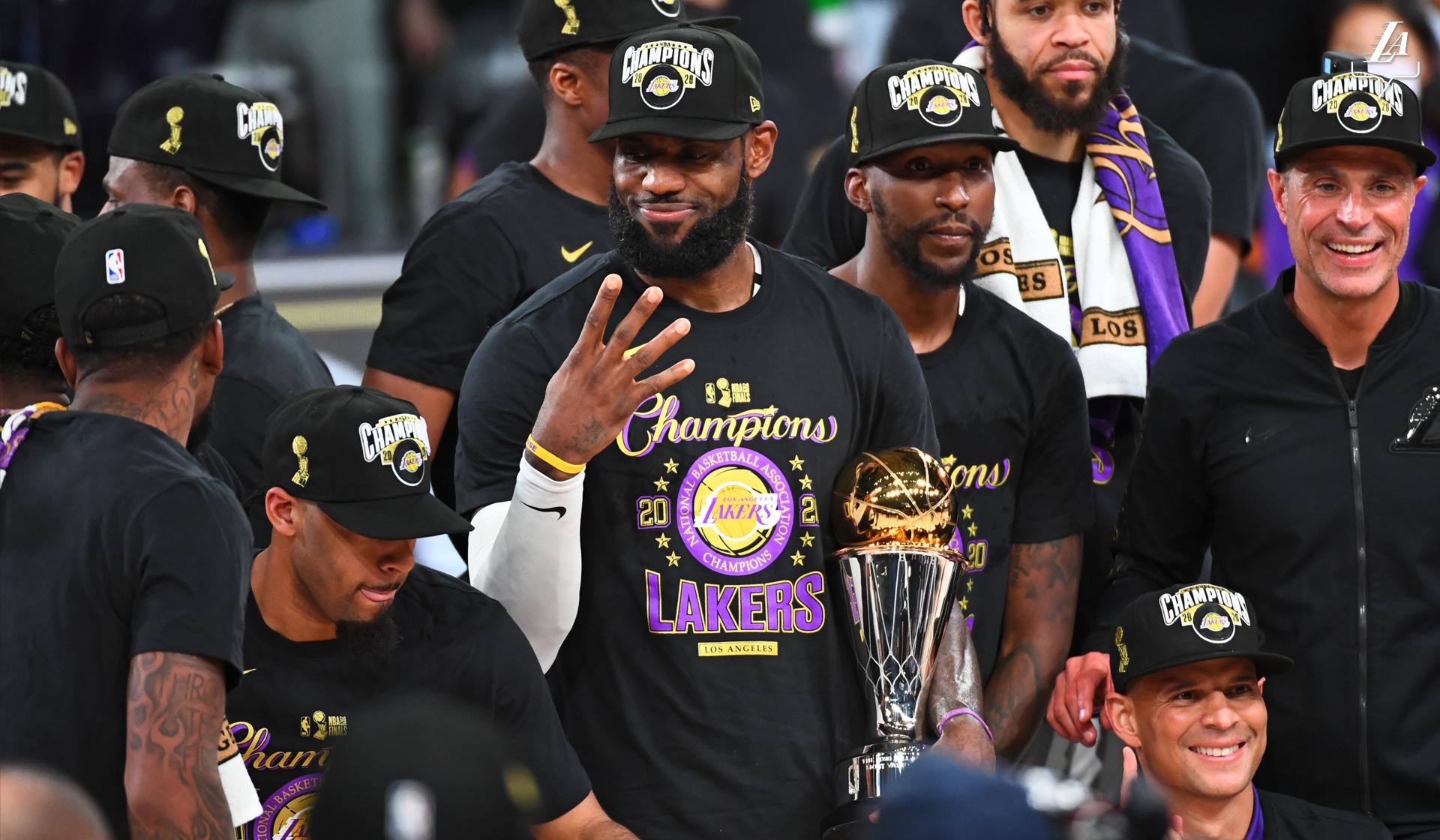 湖人晒詹姆斯举4根手指照片:勒布朗,你有几个冠军?