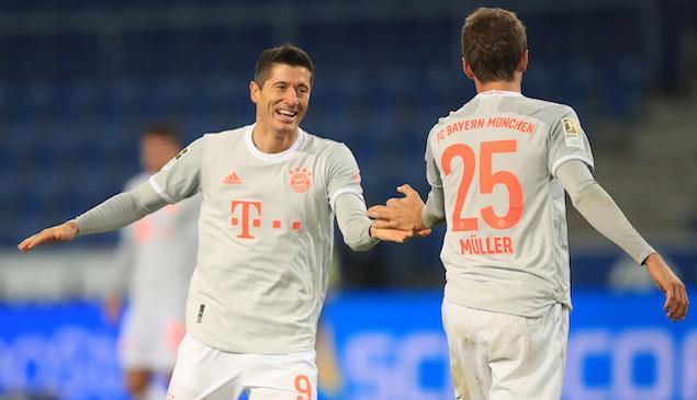 穆勒莱万分别2射1传托利索染红,拜仁客场4-1比勒菲尔德
