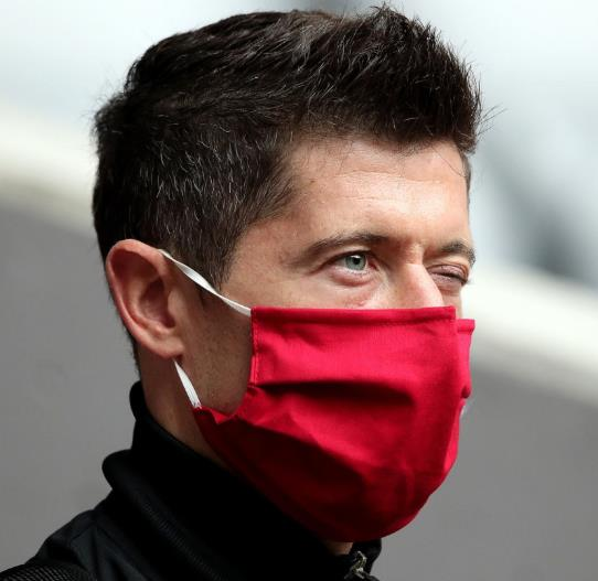 莱万呼吁:请大家都戴上口罩,对自己也是对身边人负责