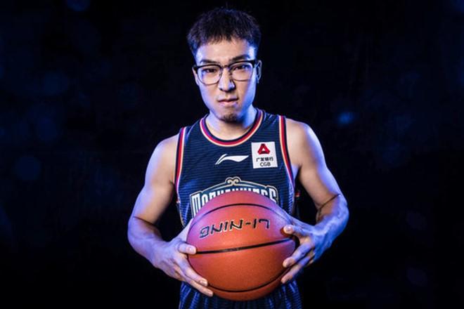 杨皓喆CBA首秀,拿下9分1篮板