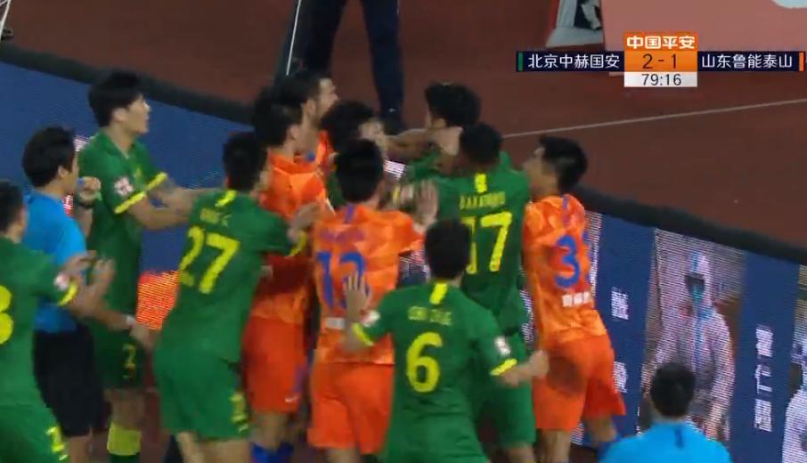 GIF:火药味十足!鲁能与国安球员在场上爆发激烈冲突