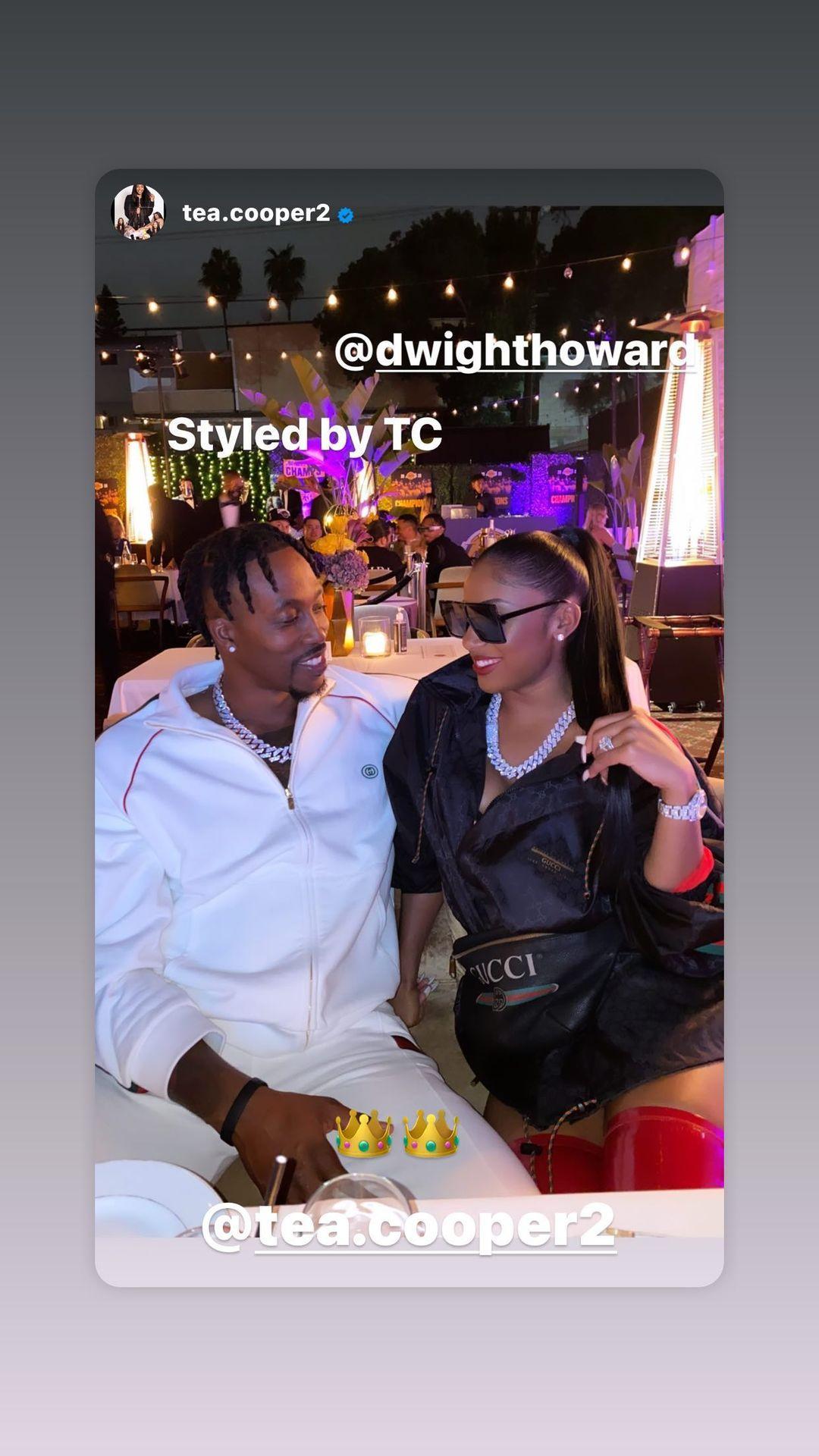 霍华德更新Instagram,亚博的官网手机登录晒出自己与未婚妻约会的亲密片段