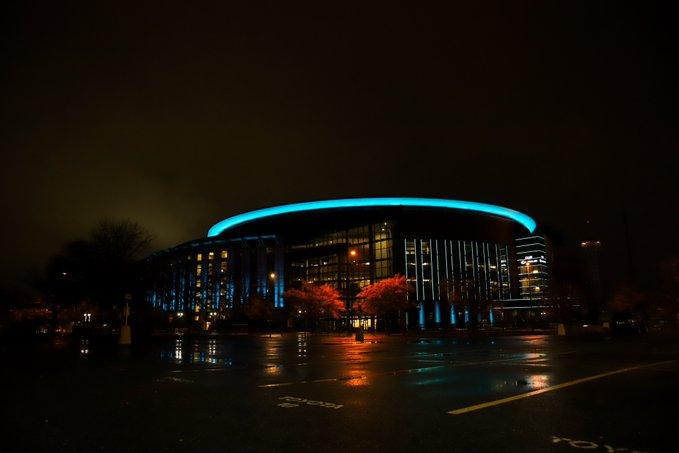 暗夜蓝光!掘金晒改名后主场球馆的波尔蓝灯光效果