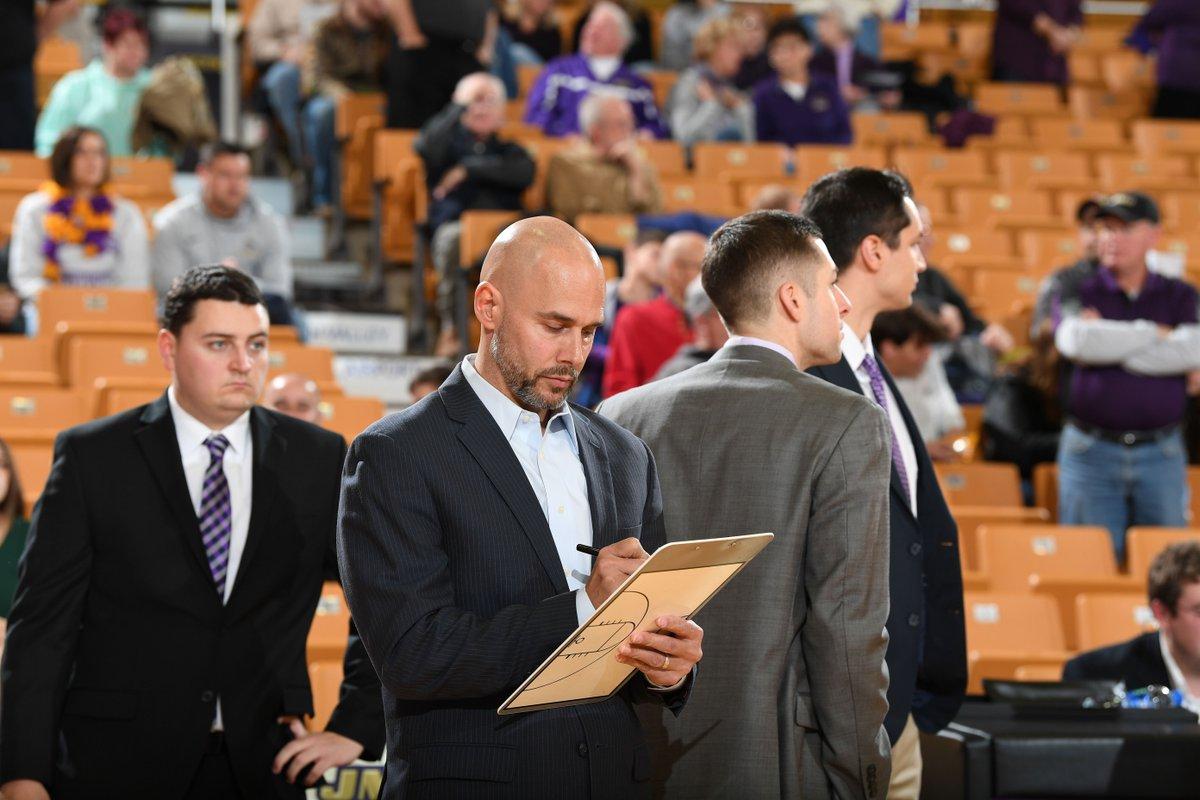 雄鹿聘请前基德教练组成员约什-奥本海默担任球队助教