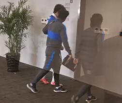 [视频]错失绝杀的杨旭,离开球场后哭了一路