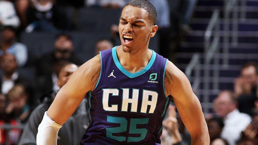 一yabo亚搏年前yabo亚搏的今天,PJ-华盛顿创造NBA生涯首秀三分命中纪录
