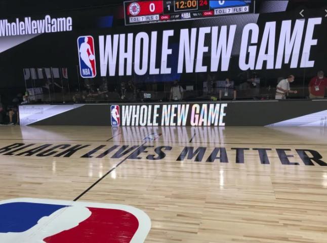 联盟正在探索新的方式增加收入,包括在球场地板上打广告
