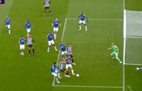 GIF:威尔逊造点并主罚命中,纽卡1-0埃弗顿
