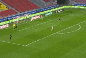 GIF:秀一下脚法,科隆门将门前戏耍舒波莫廷