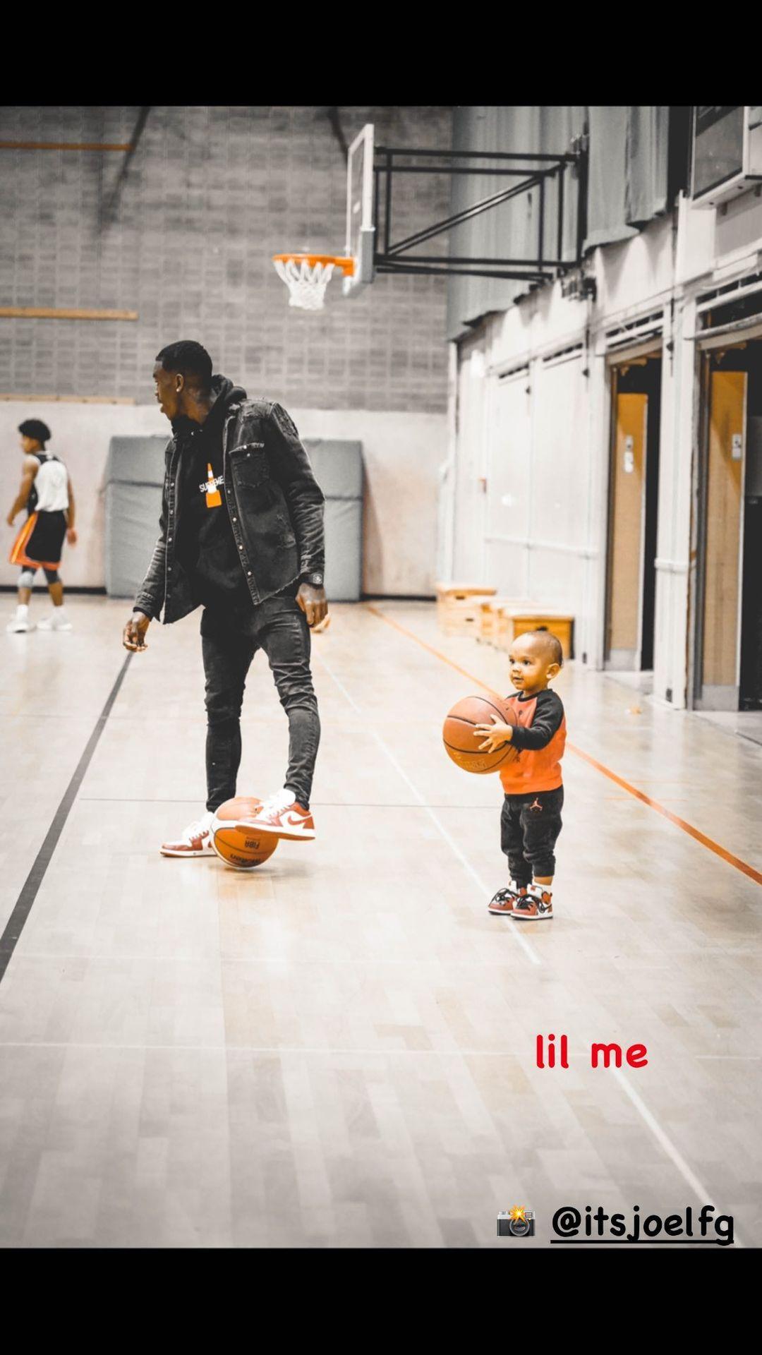 后继有人!施罗德晒自己与儿子在球场边的照片