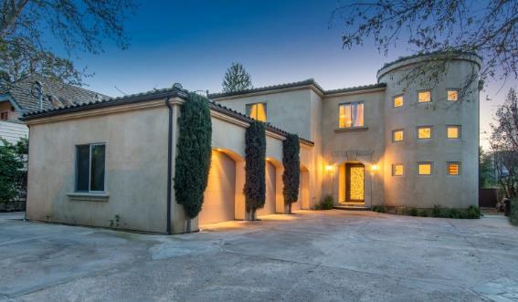 费舍尔挂牌出售洛杉矶塔扎纳的豪宅,要价250万美元