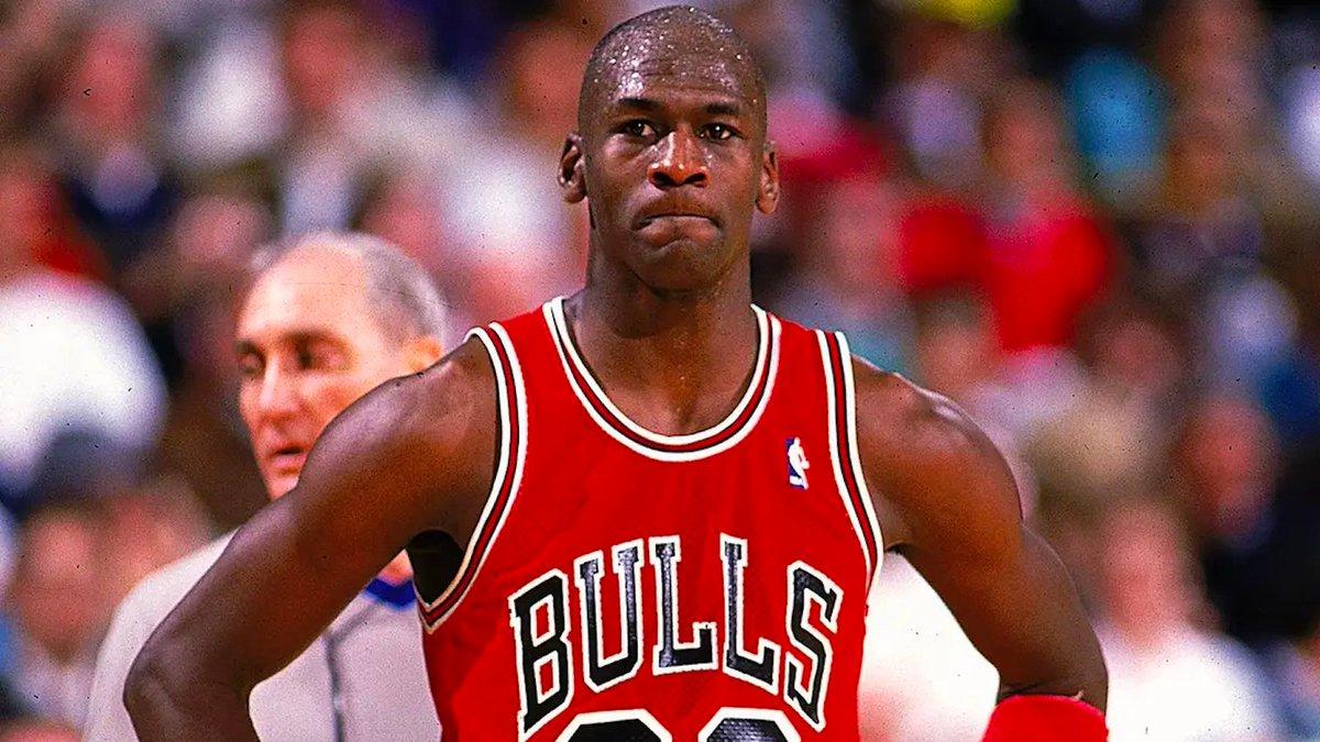 1989年的今天,乔丹在开赛日得到54分,历史第二高