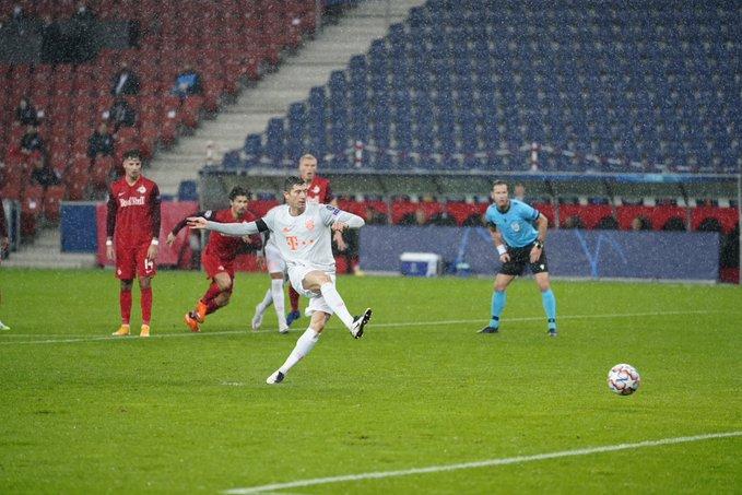 GIF:穆勒造点莱万命中,拜仁慕尼黑扳平比分