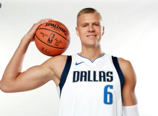 波尔津吉斯:我感觉很好,很快就能投篮了