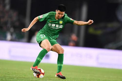 记者:太拼了!国中国竞猜网首页安球员王刚中场休息时直接累吐