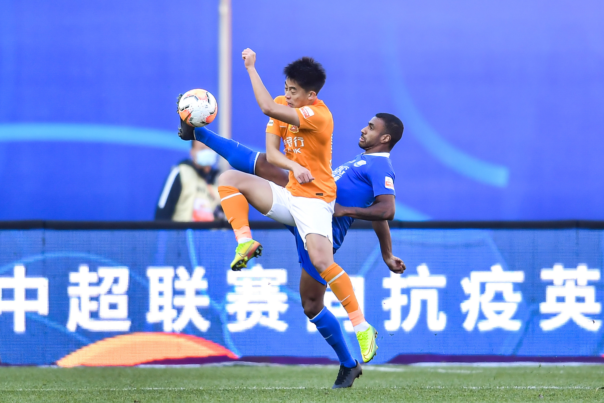 保级战:穆里奇失良机廖均健救险,卓尔0-0永昌