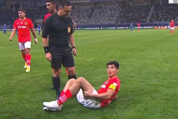 GIF:郑智拉伤下场,黄博文替补登场