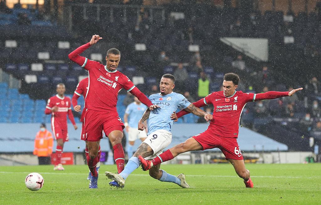 半场:萨拉赫点射破门炎苏斯扳平,曼城1-1利物浦