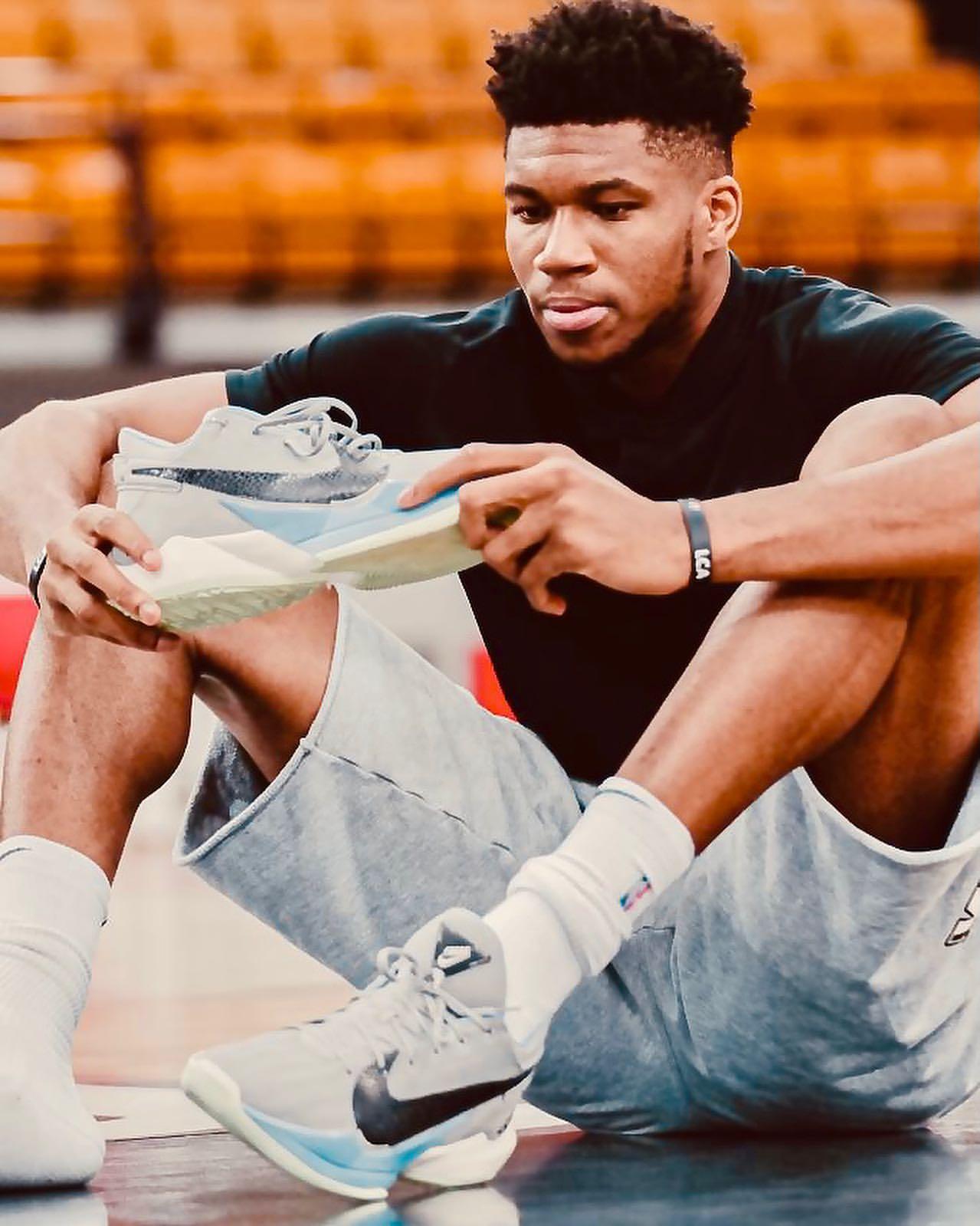字母哥:每次踏上球场都能穿自己的签名鞋,我很幸福