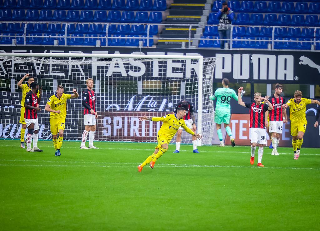 GIF:扎卡尼行使定位球机会破门,维罗纳两球领先米兰